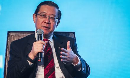 Finance minister: No job cuts with civil service privatisation