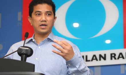 """""""Come back"""" – Azmin appeals to young talented Malaysians to return home"""