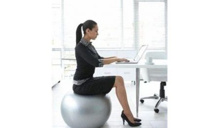5 SIMPLE EXERCISES TO BURN CALORIES AT YOUR DESK