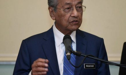 Locals shunning certain jobs may result in Foreigners becoming the fourth force in M'sia – Tun M