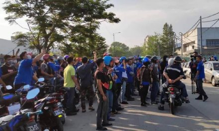 """Disgruntled factory workers in Perai protest after being labelled as """"rubbish"""" by manager"""