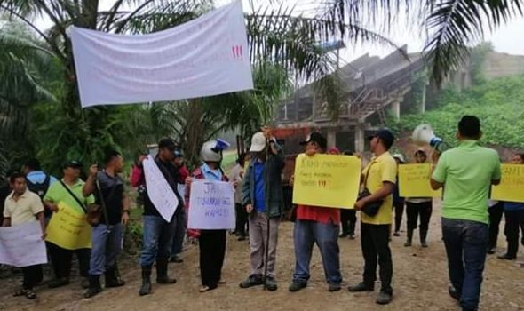 Plantation workers stage rally to demand overtime payment
