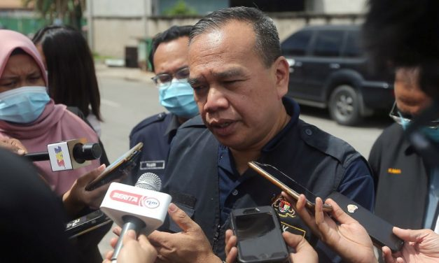 Ipoh glove manufacturing company found in breach of workers' housing Act