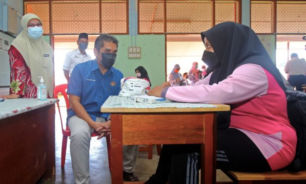 Report: Religious reasons, disapproving spouses among reasons why almost 2,000 teachers in Malaysia refusing Covid-19 jab